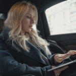 jeune femme gagne bien sa vie grace a son blog